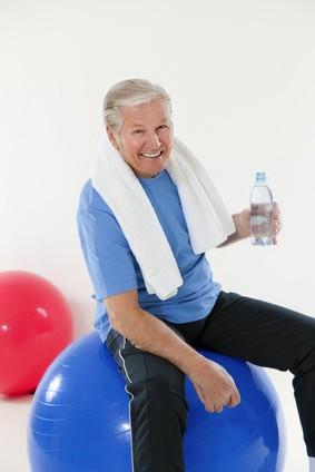 Mann beim Fitness - siemed gibt Ihnen ein Stück Unabhängikeit und Aktivität
